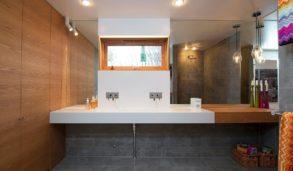 Tøft bad design med betong og tre
