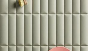Grønne 3D fliser til kjøkkenveggen med rosa tallerken