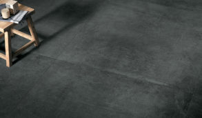 Mørke gulvfliser i store formater til kjøkkengulvet