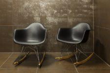 Metalliske fliser I store format og klassiske designstoler