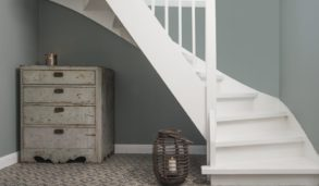Duse farger i hjemmet med mønstrede fliser.