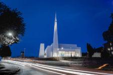 Østre Porsgrunn kirke om natten