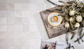 Lyse veggfliser med nyanser til kjøkken og bad