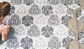 Sekskantede fliser med historisk mønster