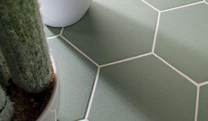 Grønne hexagonfliser til gulv og vegg