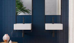 Blå fliser på vegg montert stående forbandt
