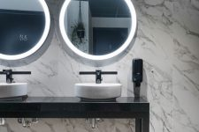 Delicatessen 12 Ramsalt Toalett med terrazzoflis og marmorflis