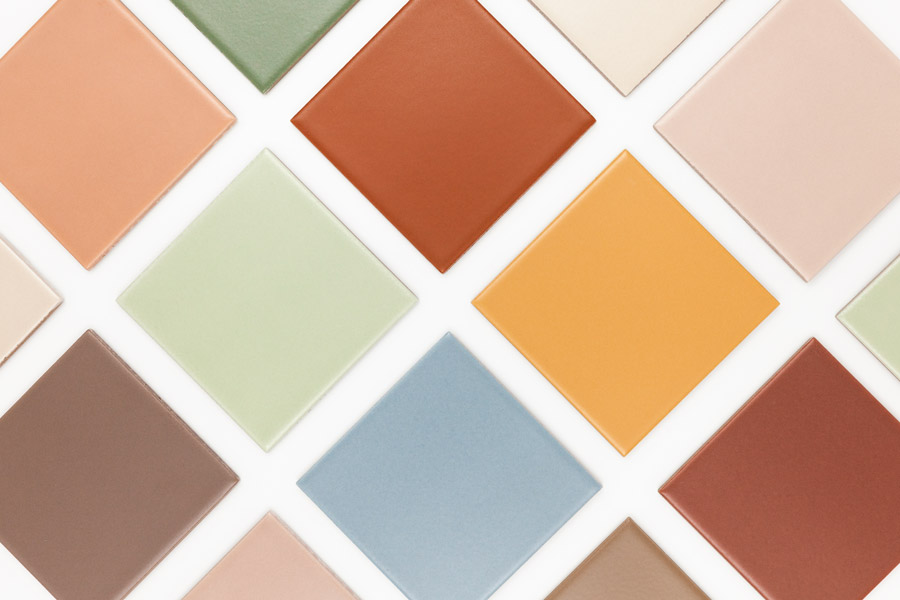 Collage med fargerike fliser i format 10x10cm