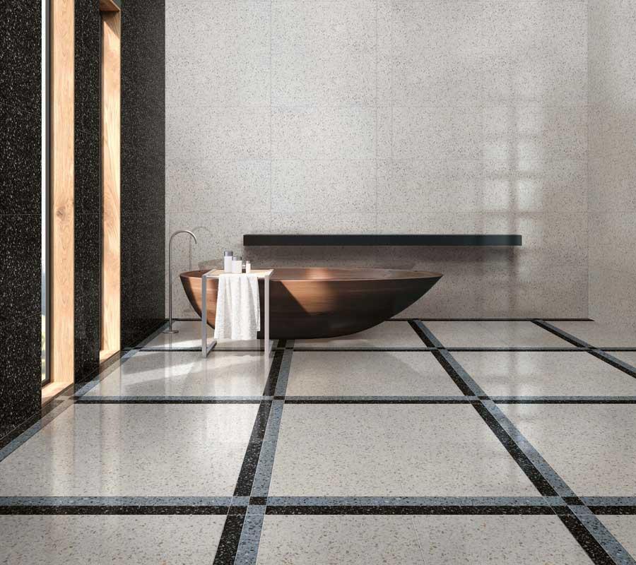 Baderom inspirasjon med keramisk terrazzoflis og frittstående badekar